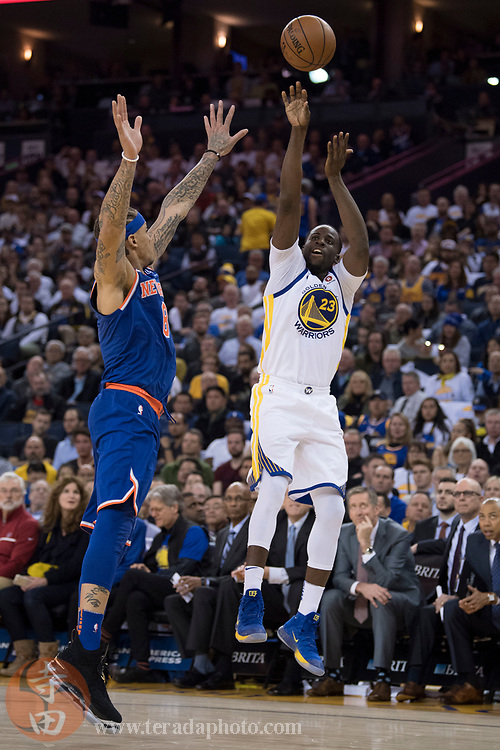 January 23, 2018; Oakland, CA, USA; Golden State Warriors forward Draymond Green (23) shoots the basketball against New York Knicks forward Michael Beasley (8) during the third quarter at Oracle Arena. The Warriors defeated the Knicks 123-112.