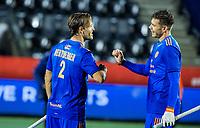 AMSTELVEEN -  Jeroen Hertzberger (Ned) , die zijn 250ste interland speelt, na de wedstrijd met Sander de Wijn (Ned)  de Pro League hockeywedstrijd heren, Nederland - Groot-Brittannie.  (3-1)COPYRIGHT KOEN SUYK