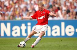 01-06-2003 NED: Amstelcup finale FC Utrecht - Feyenoord, Rotterdam<br /> FC Utrecht pakt de beker door Feyenoord met 4-1 te verslaan / Dirk Kuyt scoort de 4-1