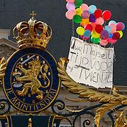 NLD/Den Haag/20100921 - Prinsjesdag 2010, ballonnen vliegen boven de Konklijke Familie en paleis Noordeinde