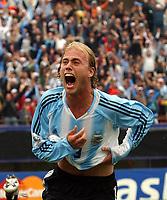 Fotball<br /> VM-kvalifisering Sør-Amerika<br /> 09.10.2004<br /> Foto: Argenpress/Digitalsport<br /> NORWAY ONLY<br /> <br /> Argentina v Uruguay 4-2<br /> <br /> LUCIANO FIGUEROA is celebrating his goal