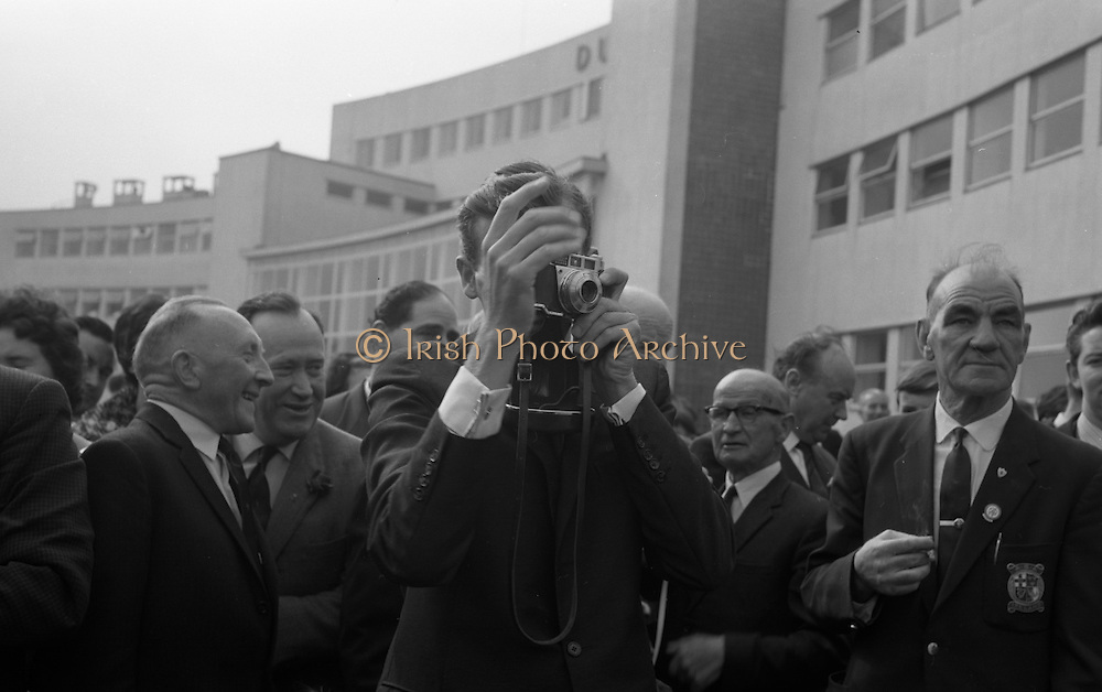 Members of the Irish Olympic team leaves for Amsterdam on the first stage of their journey to Tokyo. B. O'Reilly taking photos..04.10.1964