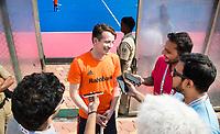BHUBANESWAR - Seve van Ass staat de Indiase pers te woord na een training van het Nederlandse heren elftal voor de Hockey World League finales in India.  COPYRIGHT KOEN SUYK