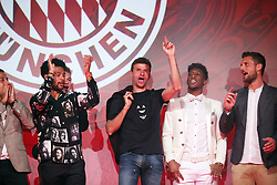 18.05.2019, Muenchen, GER, 1. FBL, FC Bayern Muenchen, Meisterfeier, Nockherberg, m Paulaner am Nockherberg, im Bild von links: Serge Gnabry, Thomas Müller, Kingsley Coman und Sven Ulreich // during the celebration after winning the championship of German Bundesliga season 2018/2019 at the Paulaner am Nockherberg. Munich, Germany on 2019/05/18. EXPA Pictures © 2019, PhotoCredit: EXPA/ SM<br /> <br /> *****ATTENTION - OUT of GER*****
