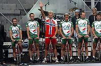 LIEGE LUIK 2/07/2004 - TOUR DE FRANCE 2004 / RONDE VAN FRANKRIJK 2004 / SPORT CYCLING CYCLISME WIELRENNEN / PRSENTATION OFFICIEL - VOORTSTELLING<br />
