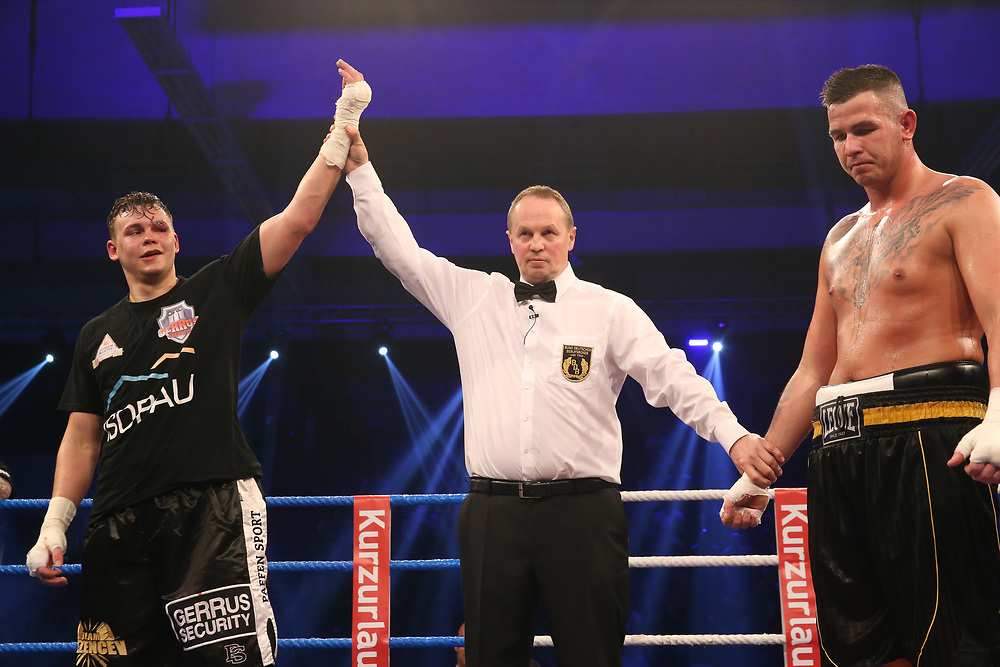 BOXEN: EC Boxing & SES Boxing, Hamburg, 18.01.2020<br /> Ilja Mezencev (GER) - Attila Kalman (HUN)<br /> © Torsten Helmke
