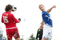 1. divisjon fotball 2014: Hødd - Tromsdalen.  Tromsdalens Håkon Kjæve klarerer i 1. divisjonskampen mellom Hødd og Tromsdalen på Høddvoll. Hødds Jesper Törnqvist til høyre.