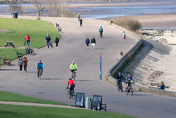 Edinburgh, Scotland, UK. 31 March, 2020. Police patrol public parks and walking areas to enforce the coronavirus lockdown regulations about being outdoor. Members of the public outdoors at Marine Drive. Iain Masterton/Alamy Live News