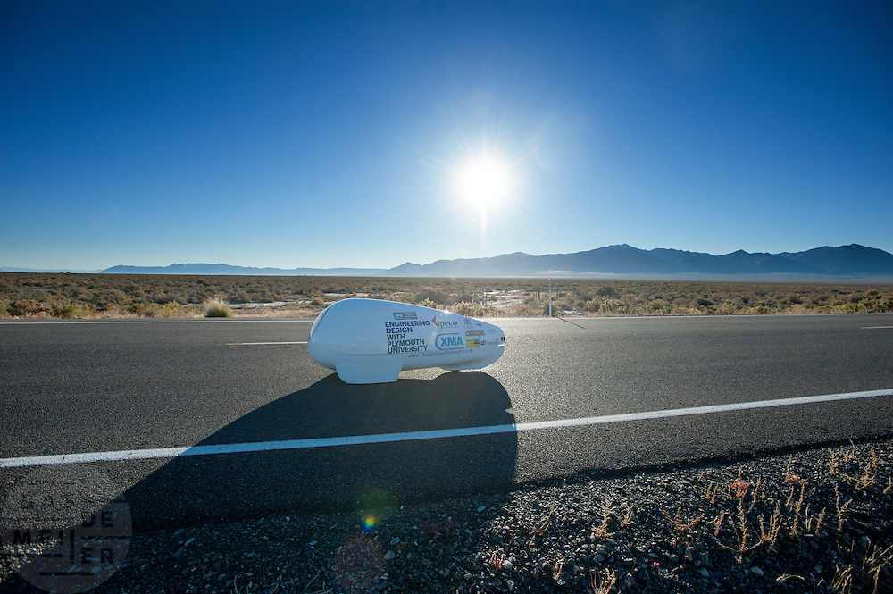 De Beluga van de universiteit van Plymouth. In Battle Mountain (Nevada) wordt ieder jaar de World Human Powered Speed Challenge gehouden. Tijdens deze wedstrijd wordt geprobeerd zo hard mogelijk te fietsen op pure menskracht. Ze halen snelheden tot 133 km/h. De deelnemers bestaan zowel uit teams van universiteiten als uit hobbyisten. Met de gestroomlijnde fietsen willen ze laten zien wat mogelijk is met menskracht. De speciale ligfietsen kunnen gezien worden als de Formule 1 van het fietsen. De kennis die wordt opgedaan wordt ook gebruikt om duurzaam vervoer verder te ontwikkelen.<br /> <br /> The Beluga of the university of Plymouth. In Battle Mountain (Nevada) each year the World Human Powered Speed Challenge is held. During this race they try to ride on pure manpower as hard as possible. Speeds up to 133 km/h are reached. The participants consist of both teams from universities and from hobbyists. With the sleek bikes they want to show what is possible with human power. The special recumbent bicycles can be seen as the Formula 1 of the bicycle. The knowledge gained is also used to develop sustainable transport.