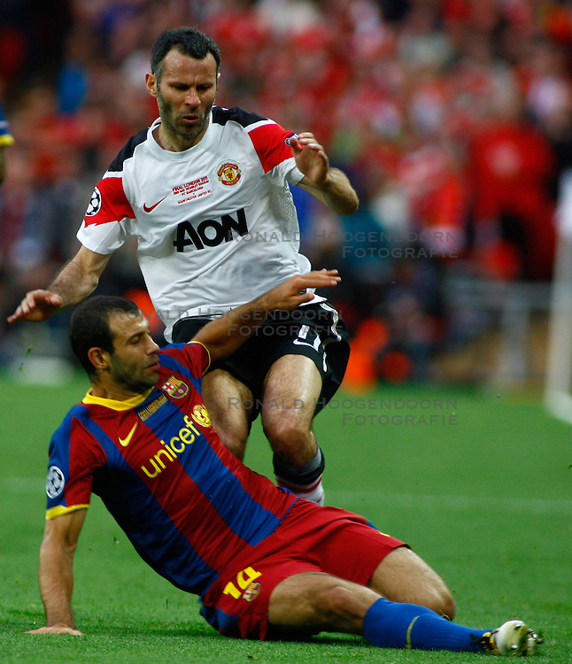 28-05-2011 VOETBAL: CHAMPIONS LEAGUE FINAL FC BARCELONA - MANCHESTER UNITED: LONDON<br /> Javier Mascherano and Manchesters midfielder Ryan Giggs<br /> ***NETHERLANDS ONLY***<br /> ©2011- FotoHoogendoorn.nl/nph/Mitchell Gunn