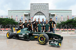 02-04-2011 AUTOSPORT: FORMULE 1 MALAYSIA: KUALA LUMPUR<br /> Sepang-International-Circuit / Heikki Kovalainen (FIN), Lotus F1 Racing - Jarno Trulli (ITA), Lotus F1 Racing - Malaysian Basket Ball Team<br /> **NETHERLANDS ONLY**<br /> ©2011-WWW.FOTOHOOGENDOORN.NL/EXPA/ NPH/ Dieter Mathis