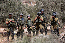 07.08.2015, Nablus, PSE, Nahostkonflikt zwischen Israel und Palästina, im Bild Israelische Sicherheitskräfte // members of Israeli security forces take photos for Palestinian protesters during clashes with Israeli security forces following a protest against the expropriation of Palestinian land by Israel, Palestine on 2015/08/07. EXPA Pictures © 2015, PhotoCredit: EXPA/ APAimages/ Ahmad Talat<br /> <br /> *****ATTENTION - for AUT, GER, SUI, ITA, POL, CRO, SRB only*****