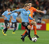 FOOTBALL - FIFA WORLD CUP 2010 - 1/2 FINAL - URUGUAY v NETHERLANDS - 6/07/2010 - DIEGO FORLAN (URU) - MARK VAN BOMMEL (NED)<br /> PHOTO FRANCK FAUGERE / DPPI