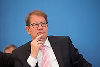 DEU, Deutschland, Germany, Berlin, 15.05.2019: Gero Storjohann (MdB, CDU) in der Bundespressekonferenz anlässlich der Vorstellung des Jahresberichts 2018 des Petitionsausschusses.