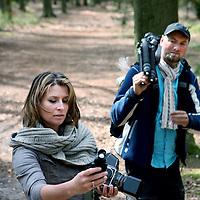 Nederland, Baarn , 13 april 2011..Baarnse boswandeling in de Vuursche met NOS presentatrice Sacha de Boer en natuurfotograaf Ruben Smit....Foto:Jean-Pierre Jans