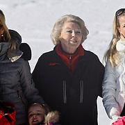 AUD/Lech/20110219 - Fotosessie Nederlandse Koninklijke Familie 2011 op wintersport in Lech, Maxima, Beatrix, Mabel