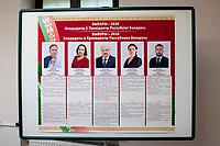 Bialystok, 04.08.2020. Poczatek przedterminowego glosowania w wyborach prezydenckich na Bialorusi w Konsulacie Generalnym Republiki Bialorus w Bialymstoku. Przedterminowe glosowanie w wyborach prezydenckich na Bialorusi rozpoczelo sie dzis (wtorek) i potrwa do soboty. Wlasciwym dniem wyborow prezydenckich jest niedziela 9 sierpnia. Opozycja apeluje do wyborcow, by nie glosowali przed tym dniem, poniewaz wczesniejsze glosowanie umozliwia falszerstwa. N/z obwieszczenie o kandydatach na prezydenta Bialorusi fot Michal Kosc / AGENCJA WSCHOD