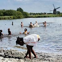 Nederland,Amsterdam , 9 juli 2009..Alternative swimming places in Amsterdam. Het Twiske.Alternatieve zwemplekken in en rond Amsterdam..Het Twiske.Foto:Jean-Pierre Jans