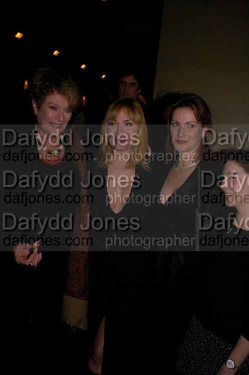 Janet Suzman, Kim Cattrall, Lady Hall and Emma Hall. Whose Life is it Anyway? opening night performance at Comedy Theatre, Panton Street followed by Party at Mint Leaf. London. 26 January 2005. ONE TIME USE ONLY - DO NOT ARCHIVE  © Copyright Photograph by Dafydd Jones 66 Stockwell Park Rd. London SW9 0DA Tel 020 7733 0108 www.dafjones.com
