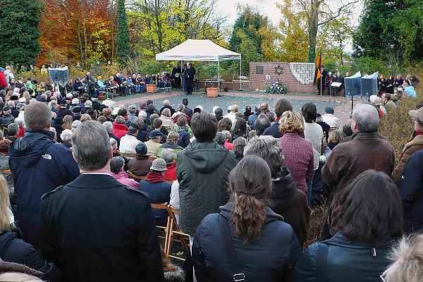 Duitsland, Kleef, 9-11-2008In het Duitse Kleef, vlak over de grens bij Nijmegen, wordt op de plek waar voor de oorlog de Joodse synagoge stond, de Kristalnacht herdacht.Foto: Flip Franssen/Hollandse Hoogte