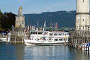 Schiff im Hafen von Lindau, Bodensee, Bayern, Deutschland