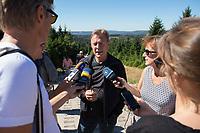 25 AUG 2016, TORFHAUS/GERMANY:<br /> Thomas Oppermann, SPD Fraktionsvorsitzender, gibt Journalisten ein Interview, waehrend einer Wanderung auf den Brocken ueber den Goetheweg (Torfhaus-Aufstieg), im Rahmen der Sommerreise des Fraktionsvorsitzenden<br /> IMAGE: 20160825-01-049<br /> KEYWORDS: Mikrofon, microphone