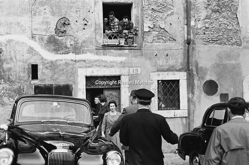 Princess Anne leaving the building on the Tiber river in Rome.<br /> <br /> Princesse Anne prenant conge de sa residence situe au bord du Tibre a Rome