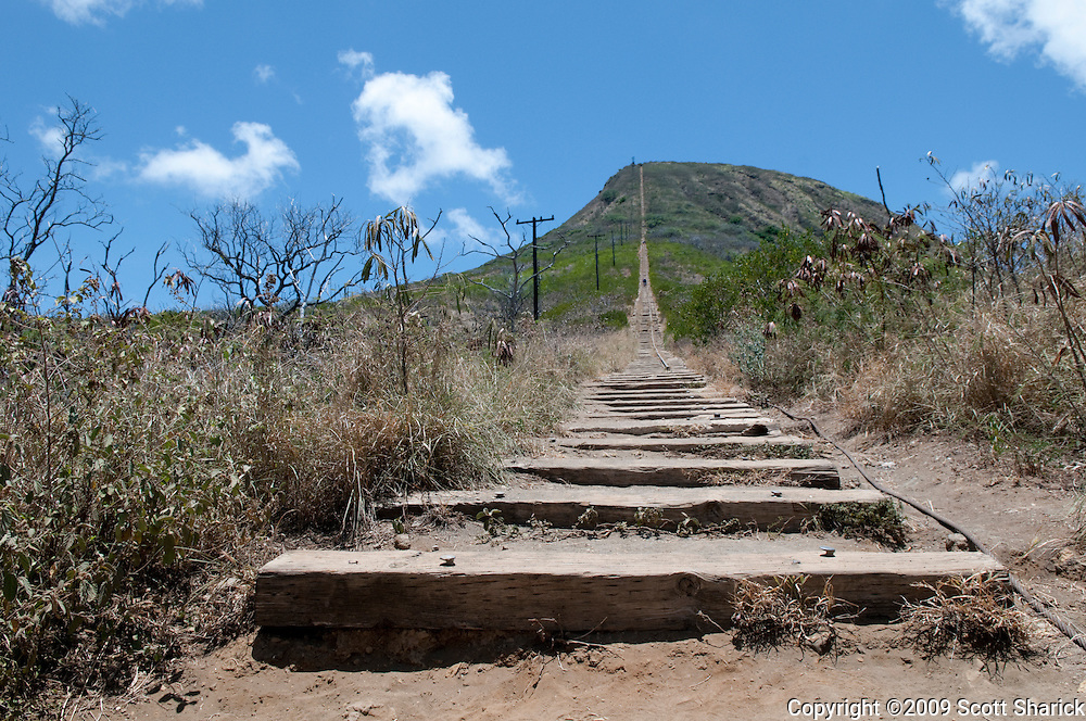 Koko Crater hiking trail going up the train tracks.