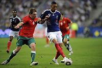 FOOTBALL - UEFA EURO 2012 - QUALIFYING - GROUP D - FRANCE v BELARUS - 3/09/2010 - PHOTO JEAN MARIE HERVIO / DPPI - GUILLAUME HOARAU (FRA) / YAN TIGOREV (BIE)