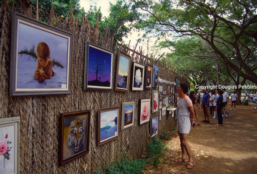 Art at zoo fence, Waikiki, Oahu, Hawaii<br />