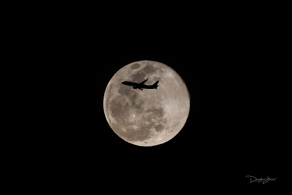 Mar 28, 2021: Southwest Airlines flight 366 (SWA366) crosses the rising full moon after departing Fort Lauderdale, FL enroute to Houston, TX.