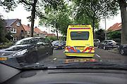 Nederland, Nijmegen,19-9-2011Ambulance wordt opgehouden door het drukke verkeer in de stad.Foto: Flip Franssen