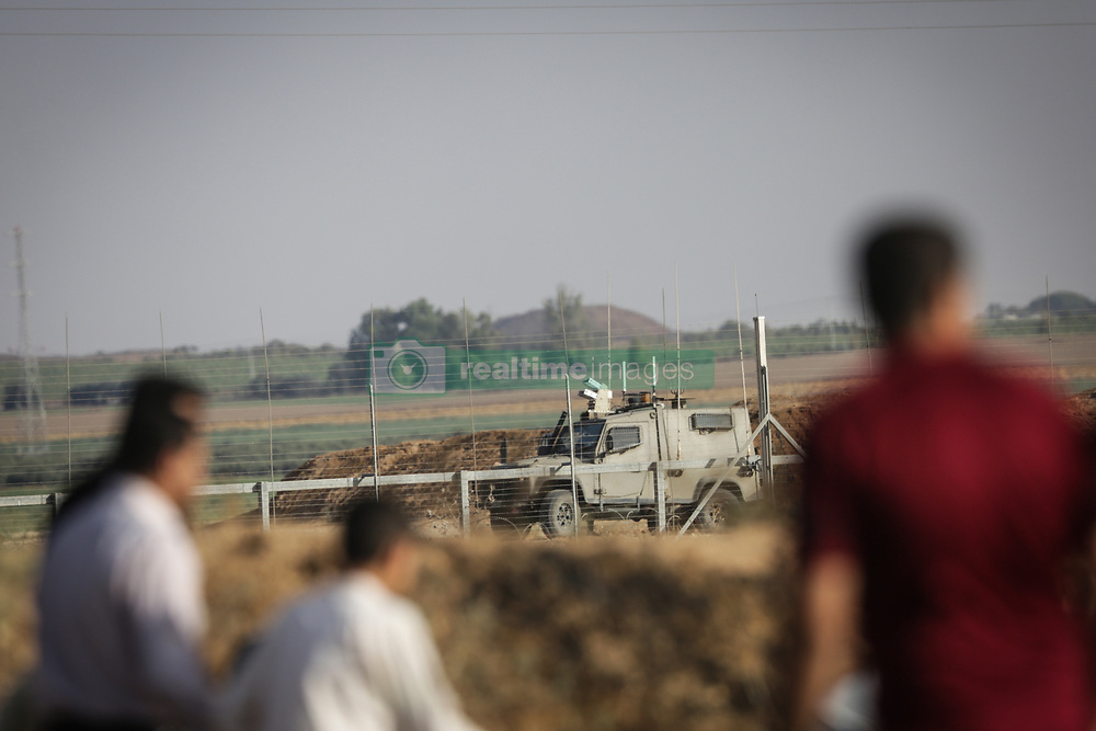 June 9, 2017 - Gaza, Jabalia, Gaza - Palestinian protesters take cover during clashes with Israeli security forces following a demonstration against the blockade protest near the border fence east of Jabalia refugee camp. (Credit Image: © Nidal Alwaheidi/Pacific Press via ZUMA Wire)