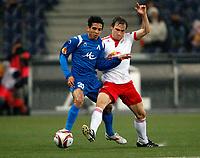 Fotball<br /> UEFA Europa League, Gruppenphase, Red Bull Salzburg vs PFC Levski Sofia<br /> 22.10.2009<br /> Foto: Gepa/Digitalsport<br /> NORWAY ONLY<br /> <br /> Bild zeigt Ze Soares (Sofia) und Andreas Ulmer (RBS)