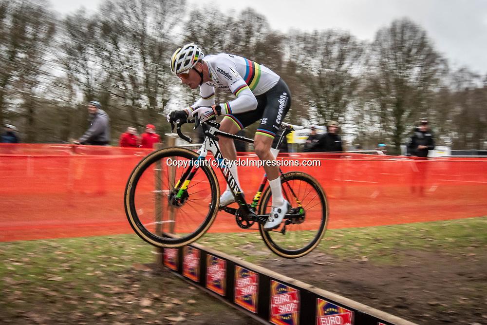 21-12-2019: Cycling : Waaslandcross Sint Niklaas: Mathieu van der Poel flying high