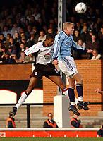 Fotball. Engelsk Premier League 2001/2002.<br /> Fulham v Tottenham 24.03.2002.<br /> Steffen Iversen, Tottenham i duell med Abdes Ouaddou, Fulham.<br /> Foto: Tim Parker, Digitalsport