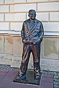 Pomnik Zdzisława Beksińskiego na rynku w Sanoku