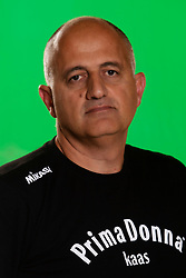 10-09-2018 NED: Team PDK Huizen season 2018-2019, Huizen<br /> The players of Top Division club vv Huizen women season 2018-2019 / Coach Ali Moghadassian of PDK Huizen