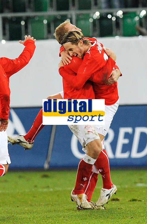 Jubel nach dem Tor zum 1:0 mit Stephane Grichting und Torschuetze Reto Ziegler. © Valeriano Di Domenico/EQ Images