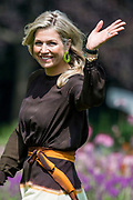 Zomerfotosessie 2019 bij Paleis Huis ten Bosch in Den Haag<br /> <br /> Summer photo session 2019 at Palace Huis ten Bosch in The Hague<br /> <br /> Op de foto / On the photo:  koningin Maxima / Queen Maxima