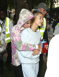 September 19, 2018 - London, England, United Kingdom - Justin Bieber and Hailey Baldwin are seen out and about in London where they visited The London Eye, stopped outside Buckingham Palace where Justin serenaded Hailey while busking with an acoustic guitar, and grabbed a coffee at Cafe Nero.  (Credit Image: © Starmax/Newscom via ZUMA Press)