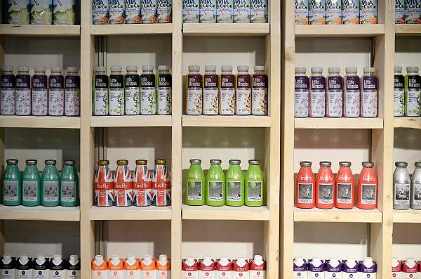 Nederland, Utrecht, 25-1-2014Bezoekers en stands op de gezondheidsbeurs. De beelden respecteren de privacy van de bezoekers.De nieuwste gezondheidstrends en informatie over gezond leven met fruitdrankjes, oogmetingen, checkups, massage,medicinale kruiden, kruidenthee, zelftests, handlezen en nog veel meer....pillen,medicijnen,drankjes,homeopathische geneesmiddelen, plantenextractenFoto: Flip Franssen