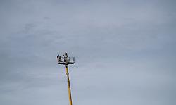 31.12.2019, Olympiaschanze, Garmisch Partenkirchen, GER, FIS Weltcup Skisprung, Vierschanzentournee, Garmisch Partenkirchen, Qualifikation, im Bild TV Kamera auf einem Kran // TV Camera on a Crane during the Four Hills Tournament of FIS Ski Jumping World Cup at the Olympiaschanze in Garmisch Partenkirchen, Germany on 2019/12/31. EXPA Pictures © 2019, PhotoCredit: EXPA/ JFK