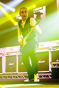 """STATUS QUO en concert.tournee """"QUID PRO QUO TOUR"""" 2010/2011.Francis Rossi - chant, guitare solo.Rick Parfitt - chant, guitare rythmique.Andrew Bown - chant, claviers, harmonica, guitare .John """"Rhino"""" Edwards - chant, basse.Matt Letley - batterie."""