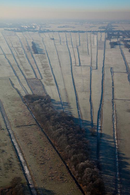 Nederland, Noord-Holland, Nieuw-Loosdrecht, 10-01-2009; langsverkaveling in het veenweide gebied ten Oosten van de Loosdrechtsche Plassen; de verkaveling is het resultaat van vervening in het verleden; the shape is the result of diging up the peat in the past; Loosdrechte Plassen; winter opname, winter picture, winter photo, natuur, inrichting landschap, veen, turf, vervening, rivierdelta, meander, mileu, landschapsabstractie;. .luchtfoto (toeslag); aerial photo (additional fee required); .foto Siebe Swart / photo Siebe Swart