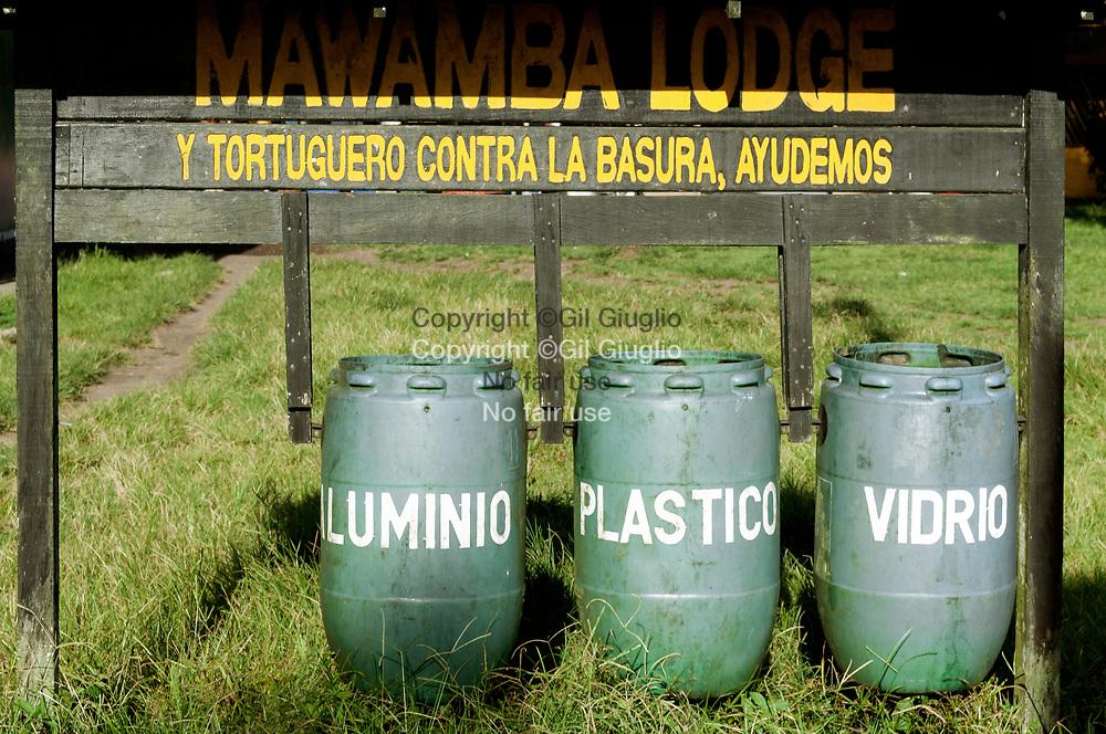 Costa Rica, province de Limon, Parc National de Tortuguero, tri selectif dans village de Tortuguero // Costa Rica , province of Limon , Tortuguero National Park selectif wast in Tortuguero village