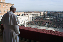 Pope Francis delivers his Christmas 'Urbi et Orbi' blessing message (to the city and to the world) from the central balcony of St Peter's Basilica at the Vatican on December 25, 2016. Photo by ABACAPRESS.COM  | 576261_004 Vatican City Vatican Vatican (or Holy See)