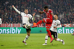 20.02.2018, Allianz Arena, Muenchen, GER, UEFA CL, FC Bayern Muenchen vs Besiktas Istanbul, Achtelfinale, Hinspiel, im Bild Pepe (Besiktas Istanbul #5) David Alaba (FC Bayern Muenchen #27) // during the UEFA Champions League round of 16, 1st Leg Match match between FC Bayern Muenchen and Besiktas Istanbul at the Allianz Arena in Muenchen, Germany on 2018/02/20. EXPA Pictures © 2018, PhotoCredit: EXPA/ Eibner-Pressefoto/ Langer<br /> <br /> *****ATTENTION - OUT of GER*****