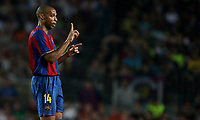 FC Barcelona's forward takes directions by his coach Frank Rijkard during their Gamper Trophy football match against Inter Milan at Camp Nou stadium in Barcelona, 29 August 2007. INSIDEFOTO / PACO SERINELLI