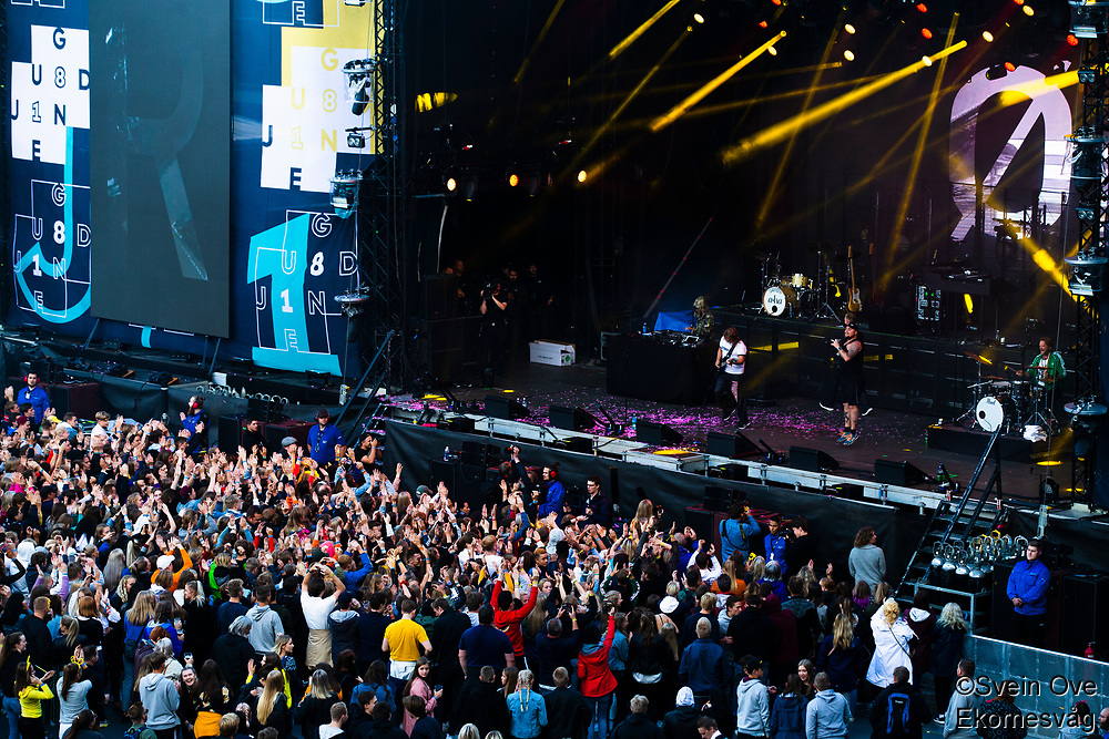 Staysman & Lazz feat. Mads Hansen under Jugendfest 2018 på Color Line Stadion i Ålesund.